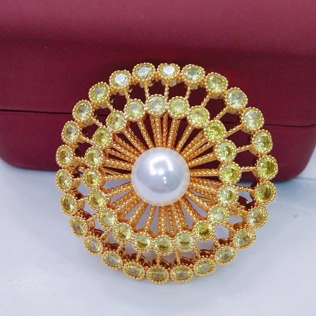 Lucky Sonny Brand Brooches Vintage Gold Color