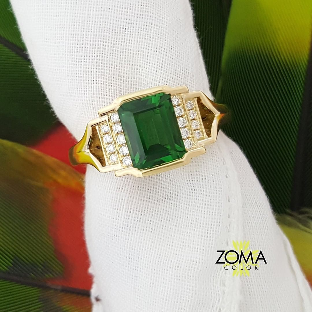 What do you all think of chrome tourmaline? We love the rich dark green color. In fact, we are cooking up a new design featuring a squatty-pear shape. Stay tuned! #zomacolor #chrometourmaline #tourmaline #green #chrome #gemstonerings #rings...